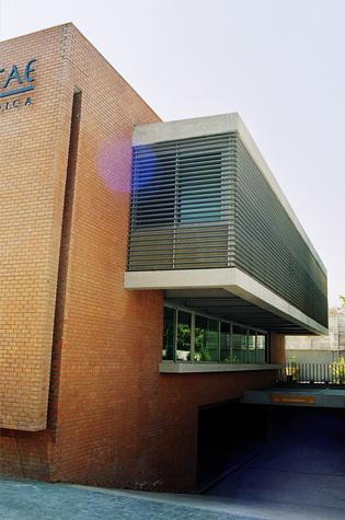 Edificio-Medico-Luis-Pasteur-03